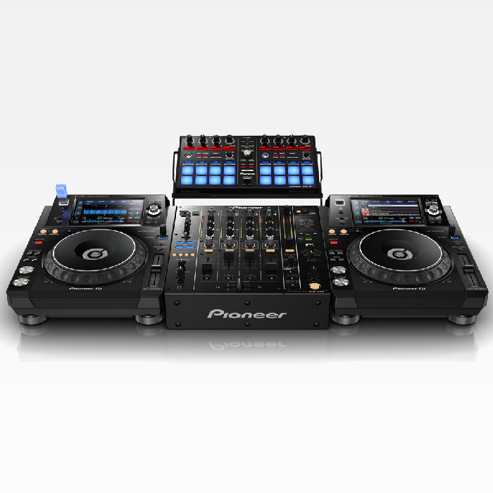 Potential set-up. Second player, mixer and controller not includ - Pioneer XDJ-1000 MK2 USB/Midi Player